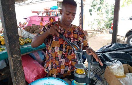 Le business du jus nature prospère à Abidjan, le chômage reste serein